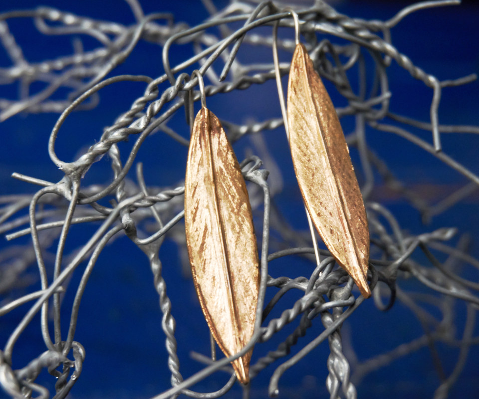 sigolo earrings in bronze and silver, olive leaf