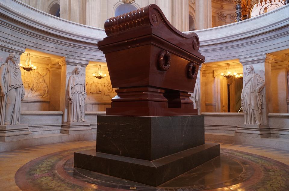 napoleon-541180_960_720 sarcofago a Parigijpg