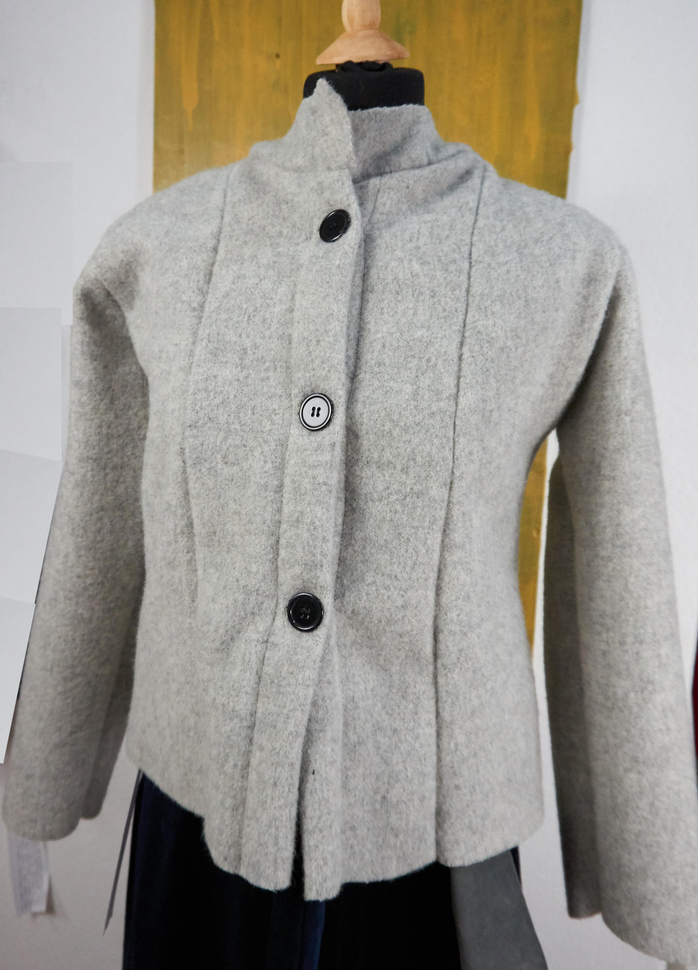 Fitted jacket in organic wool