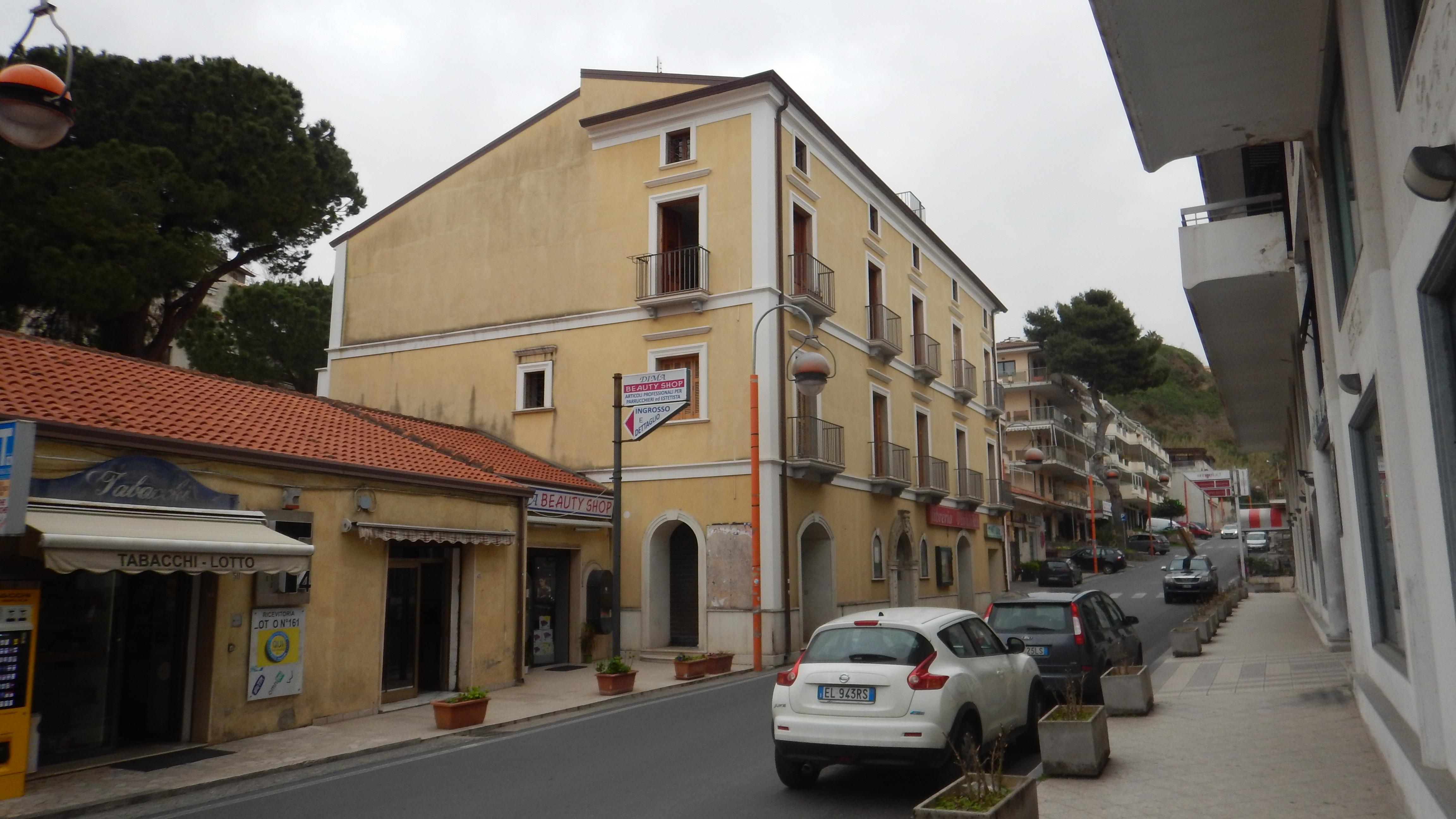 Palazzodifamigliajpg