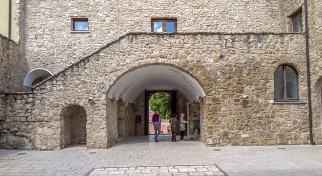 Manocalzati-Castello-di-San-Barbato 3jpg