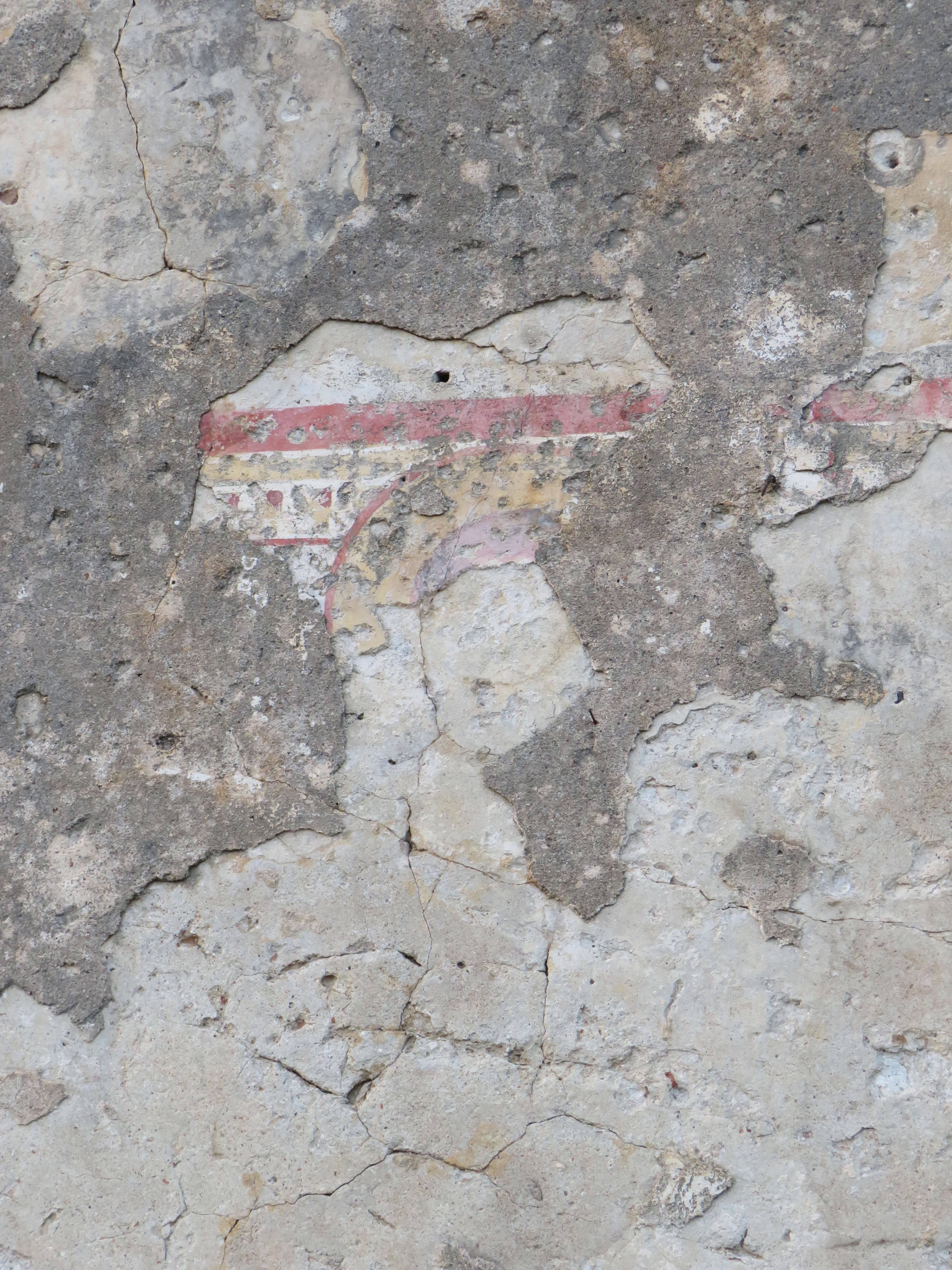 Tracce di affreschi dalla chiesa di San BasilioJPG