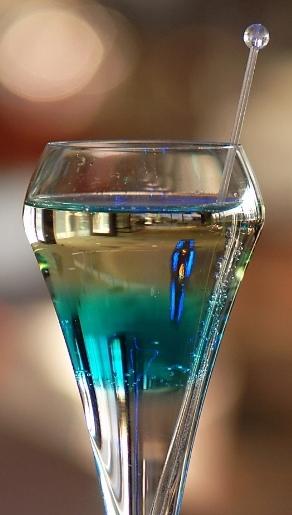 4_spumarche_mixology_tth_zoltn_Blue_Line_cocktail _sofitel_chain_bridgr_budapest_web_log_eva_kottrovajpg
