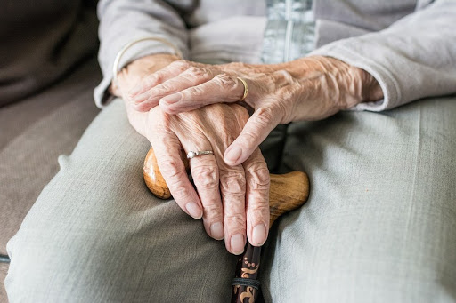 Mani malato anzianojpg