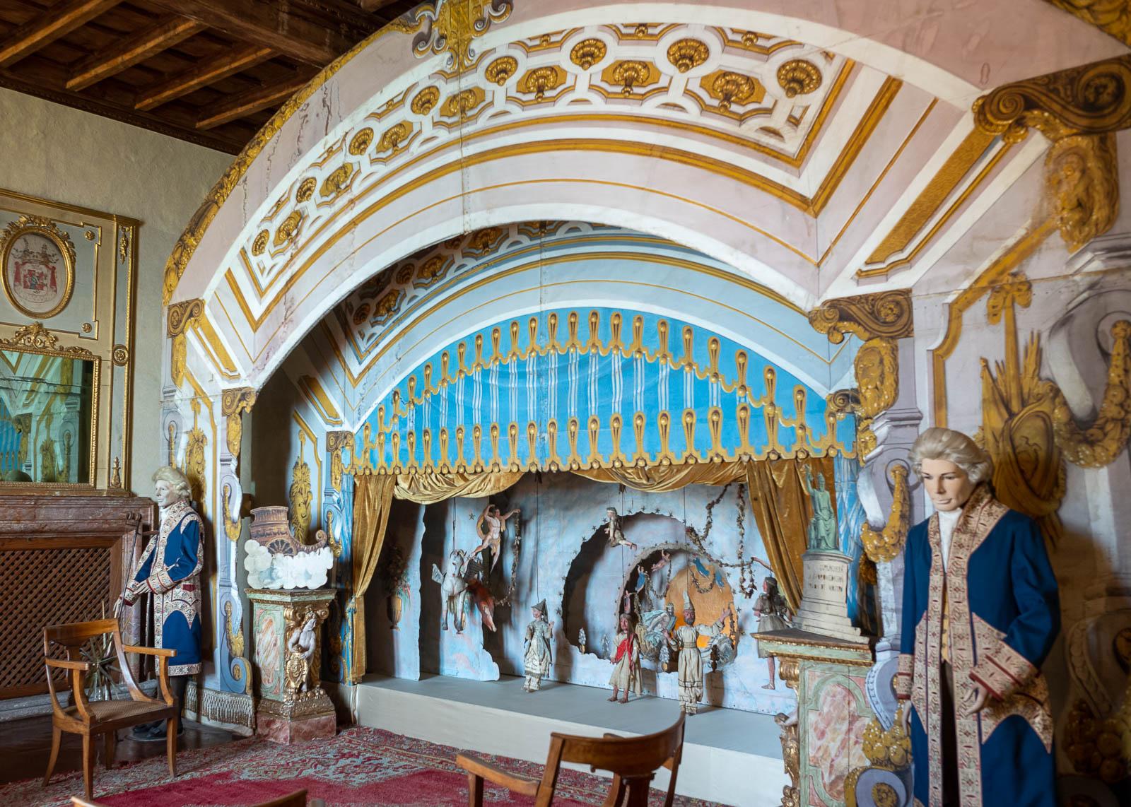 palazzo borromeo con teatrino marionette 2jpg