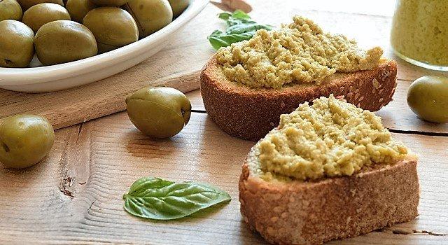 il-pate-di-olive-verdijpg
