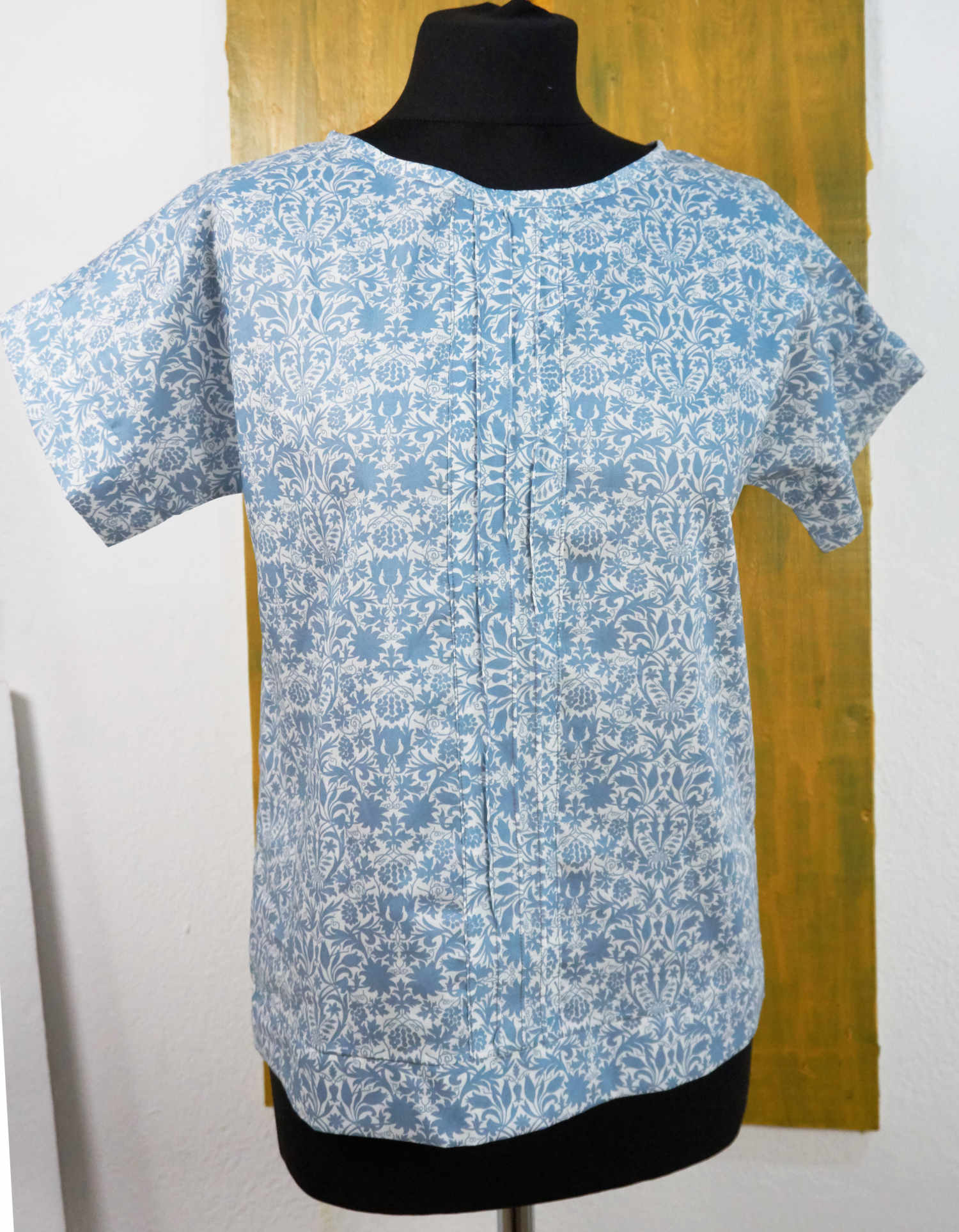 blouse with pinces and short sleeves