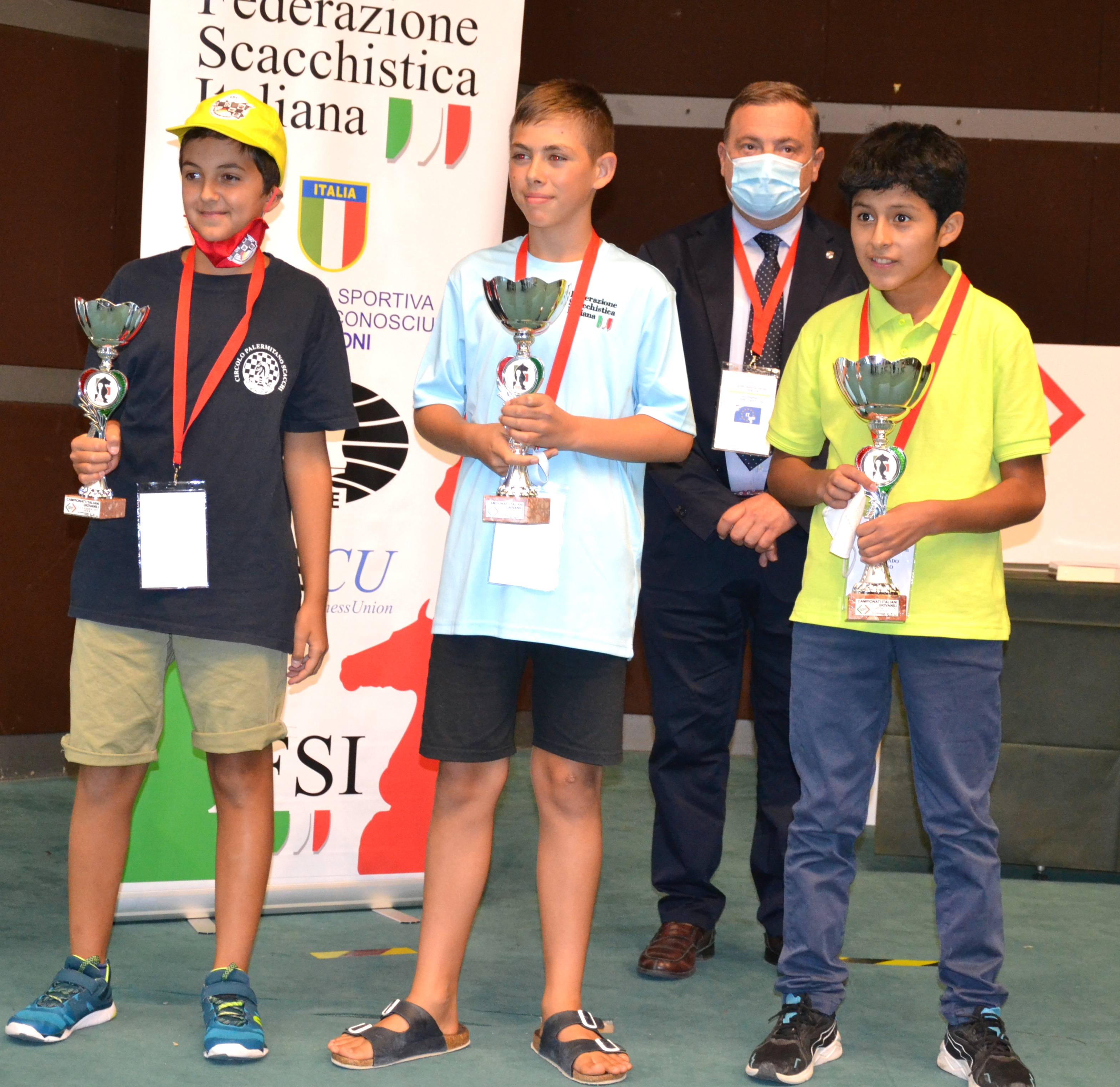 under12mas-podiojpg
