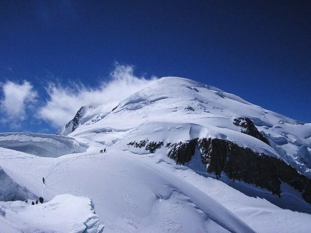Bianco verso la cima dal colle della Brenvajpg