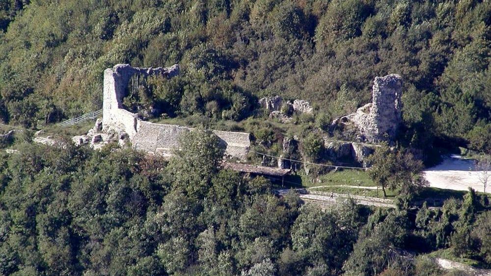 castello monteforte 5jpg