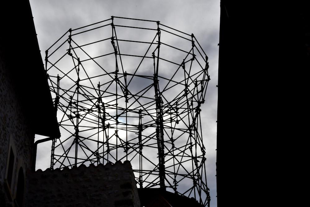 La torre provvisoria dopo il terremotoJPG