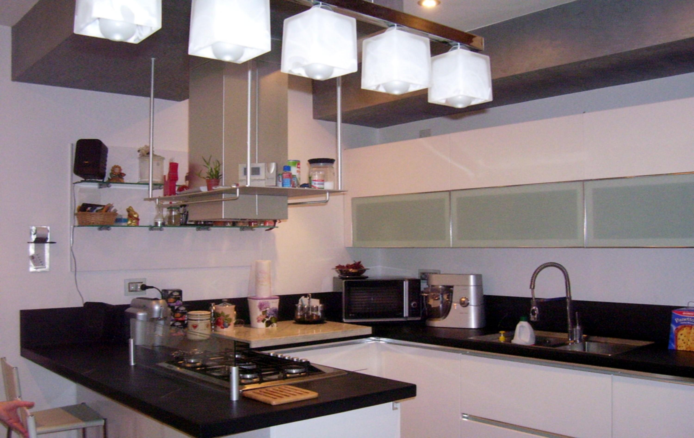 Illuminazione Piano Lavoro Cucina idee sospensioni illuminazione diffusa cucina - forum