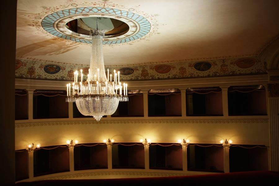 Sposarsi in un teatro all'italiana... Wedding in a theatre...