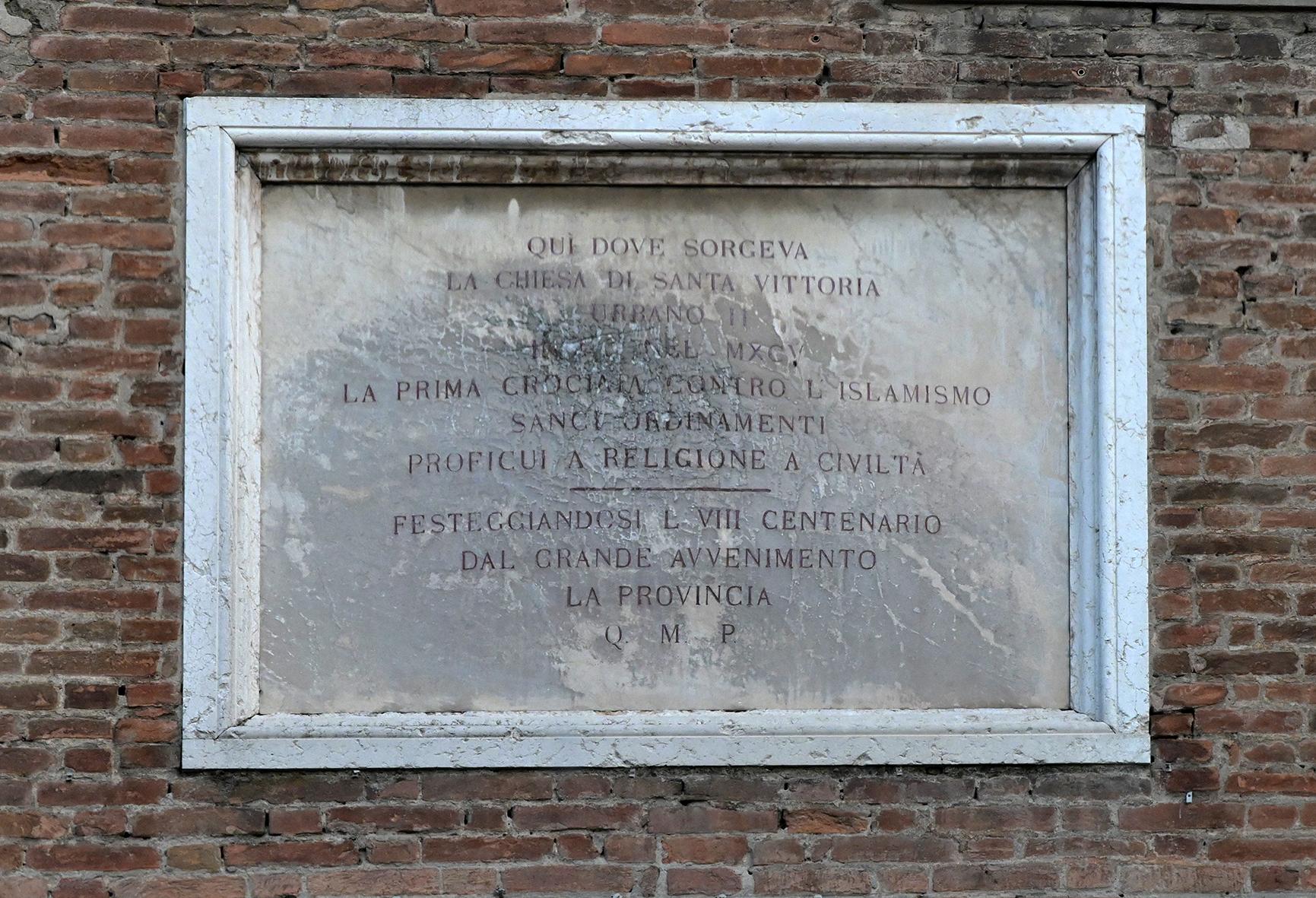 la lapide che ricorda la prima crociata indetta da Urbano II  FotoDELPAPA 9jpg