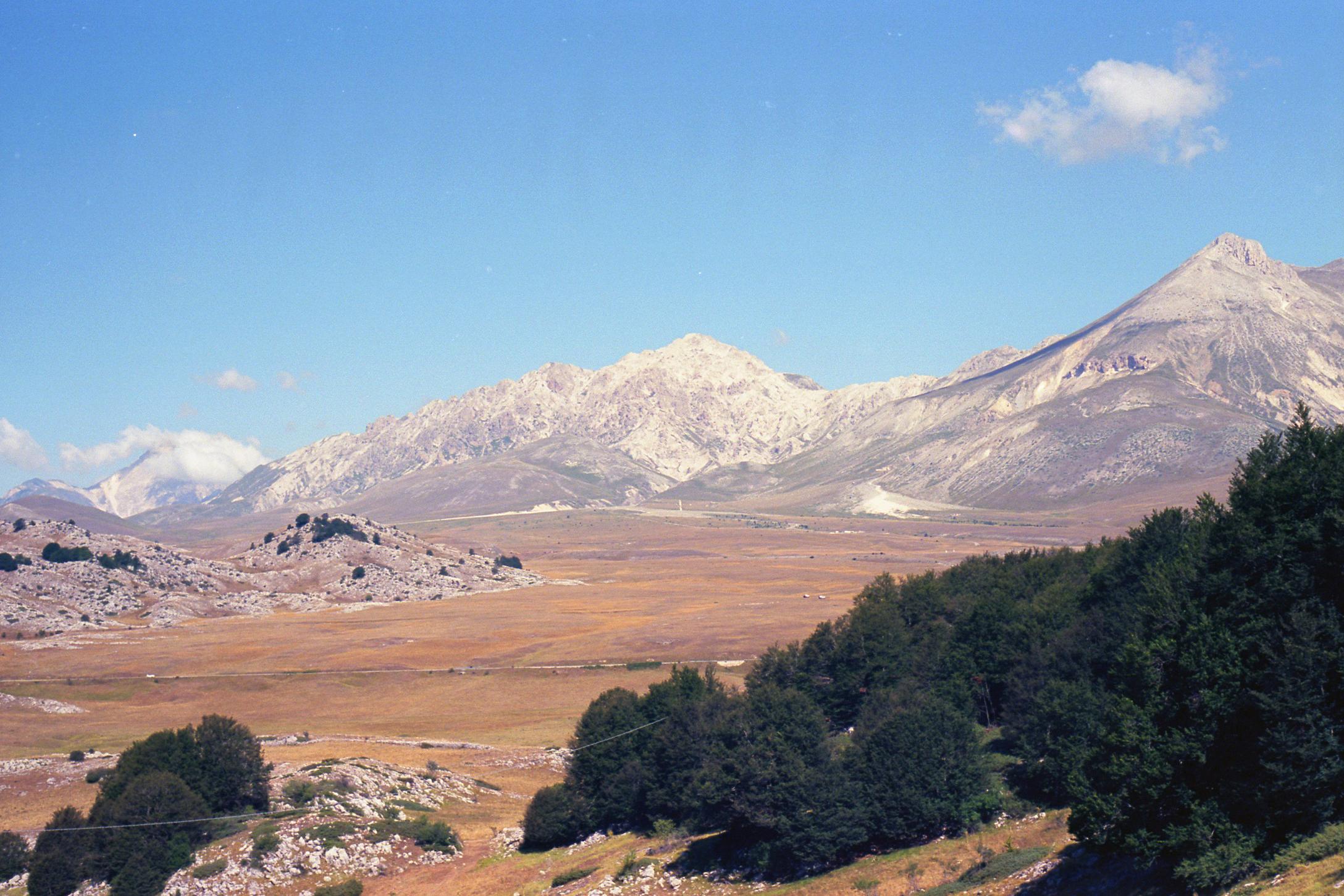 Monte Camicia e Prena dalla strada per Castel del Monte foto Gabry jpg