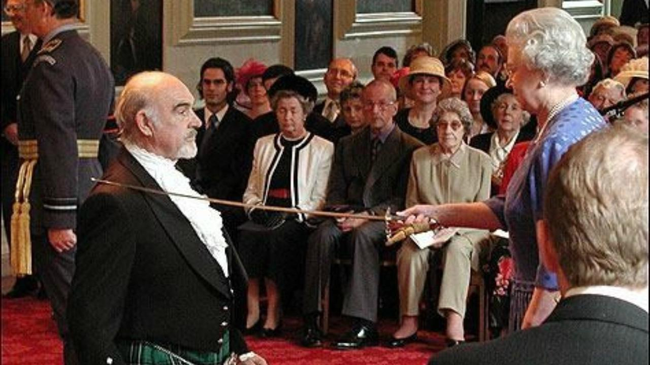 Fig4 Sean Connery viene nomiato baronetto dalla Regina elisabetta II dInghilterrajpg