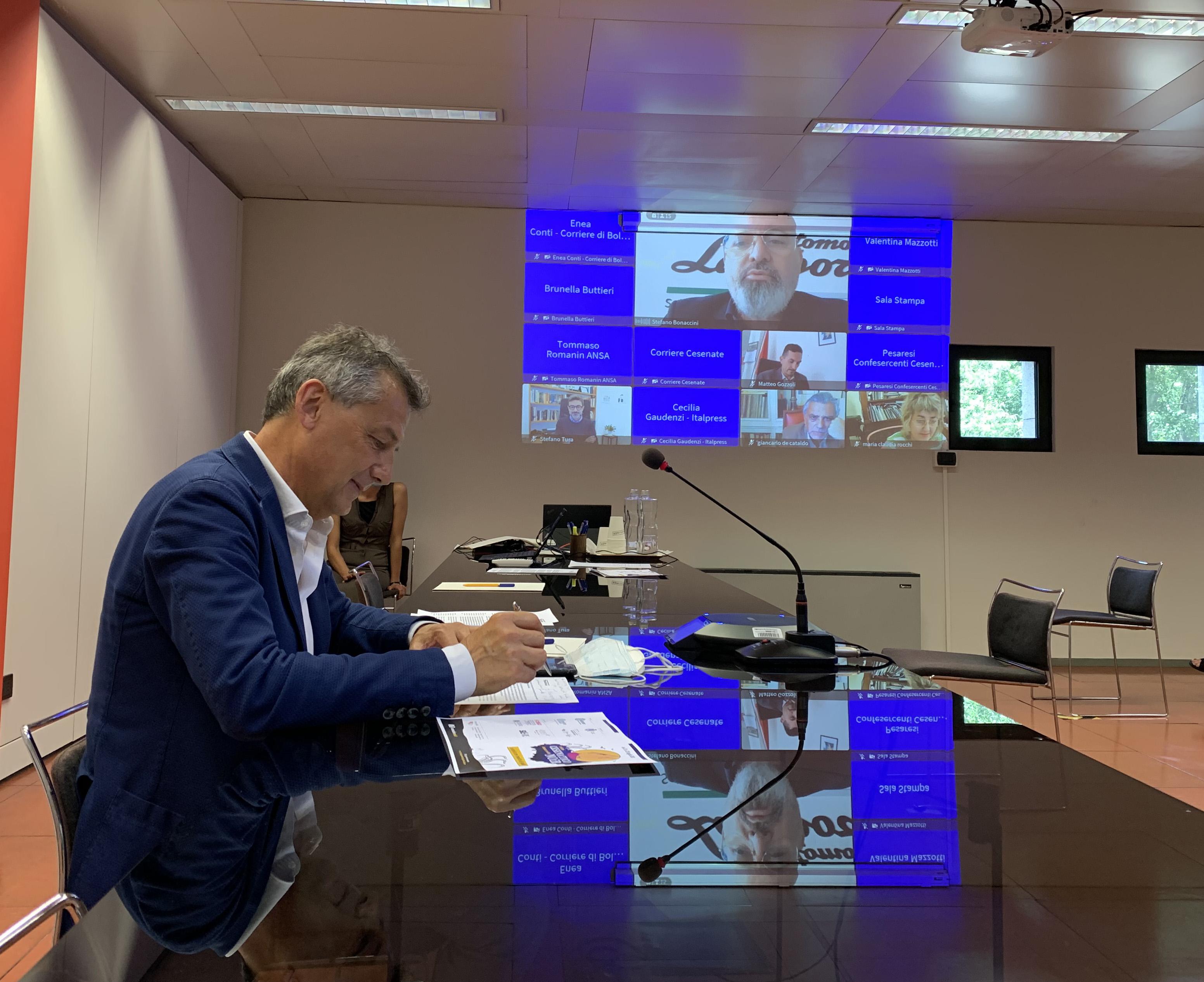 Presentazione Cesenatico Noir con presidente Stefano Bonaccinijpg