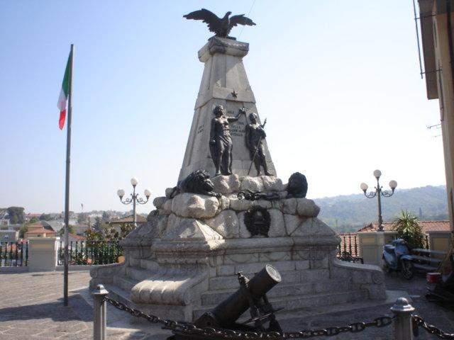 Mirabella_Eclano_monumento_caduti_guerra_15-18jpg