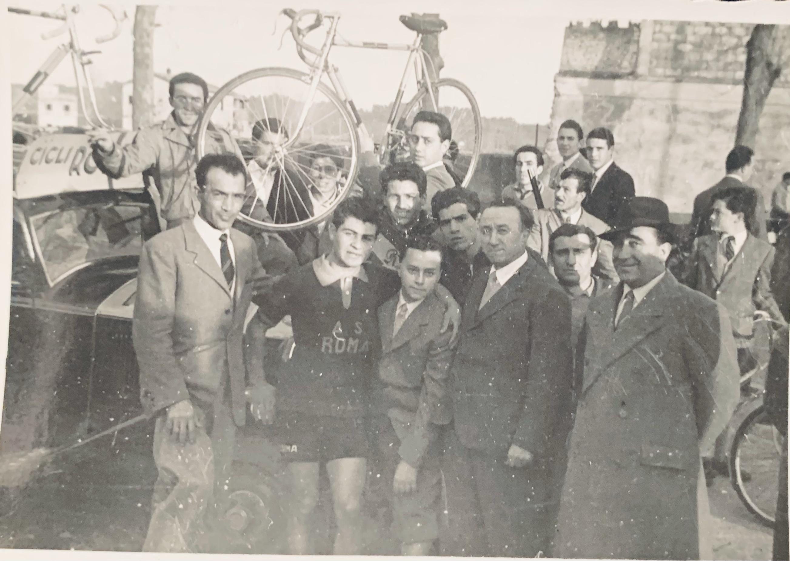 Giuseppe e Alberto Di Roccoterzo e quarto da sinistrajpg