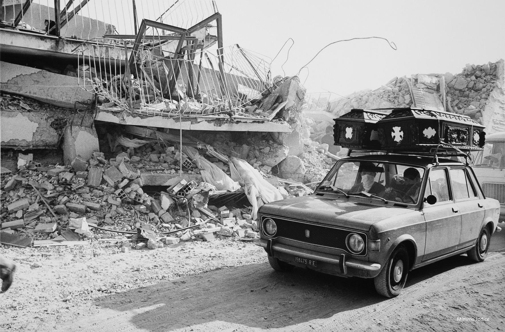 12 Mimmo Jodice Lioni 1980 1jpg
