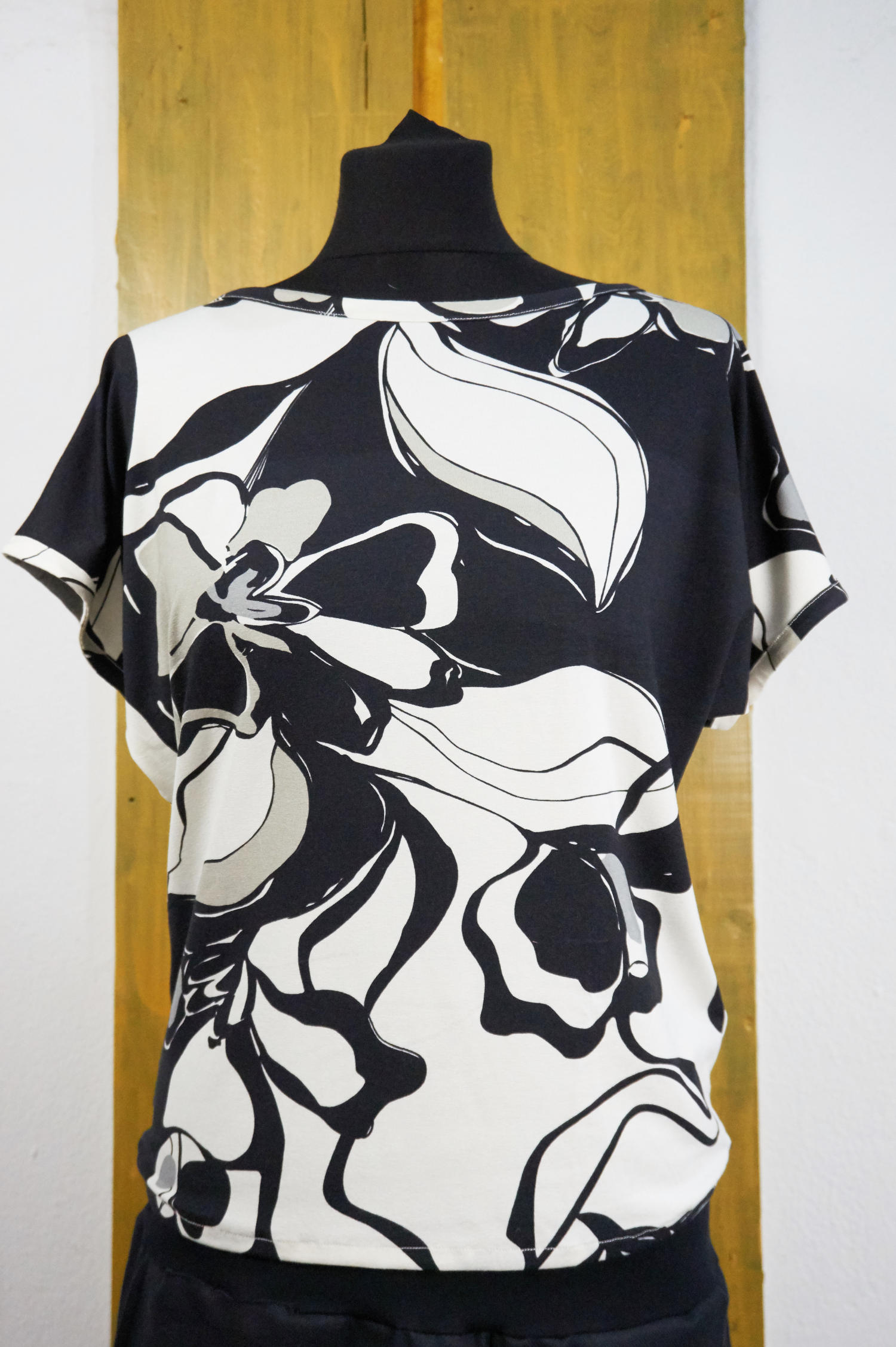 t-shirt with batwing sleeves