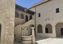 cortile convento francescano 2jpg