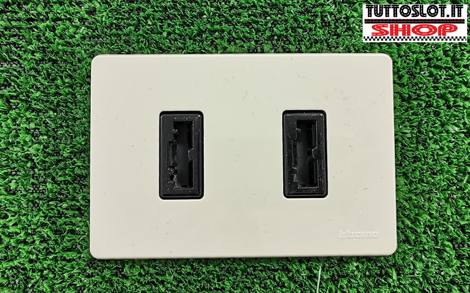 Pulsantiera doppia con prese magic da incasso - Built-in double power outlet for magic power plug