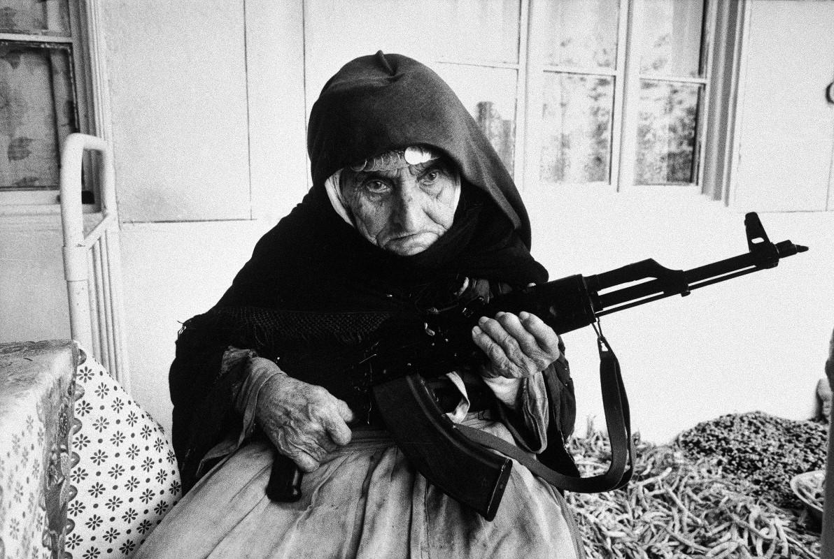 43-1990-75187-armenia-guerra-webjpg