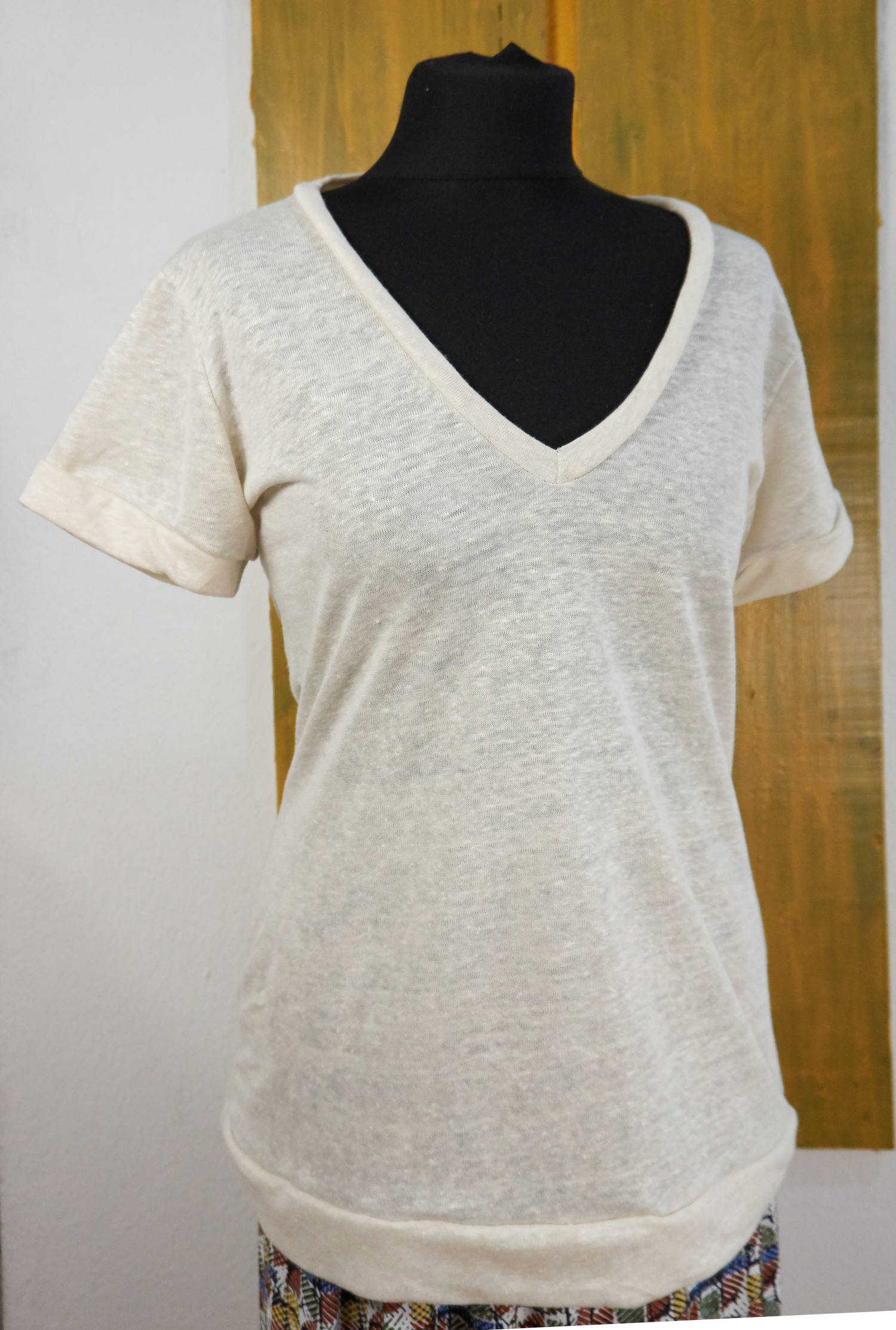 organic linen t-shirt with short sleeves