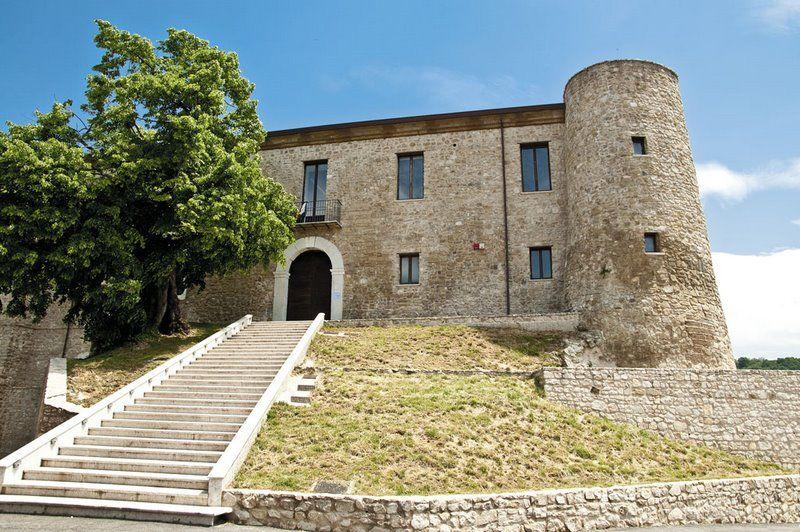 Manocalzati-Castello-di-San-Barbatojpg