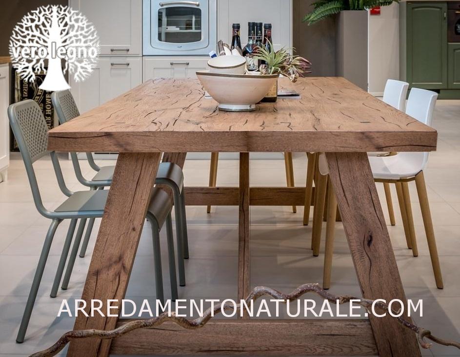 Tavoli In Legno Massello Rustici : Credenze e tavoli in vero legno massello su misura