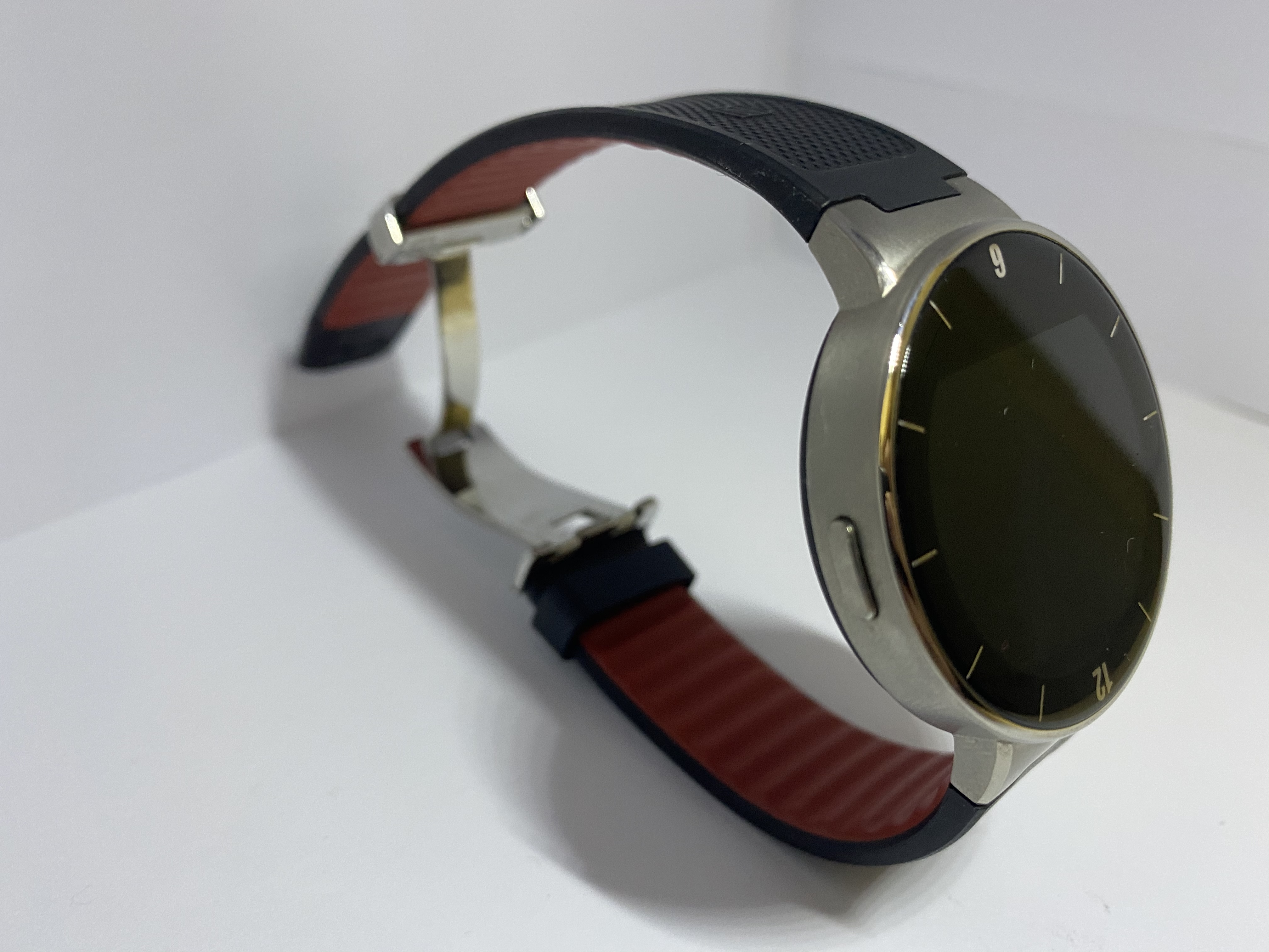 Smart watch alcatel one touch