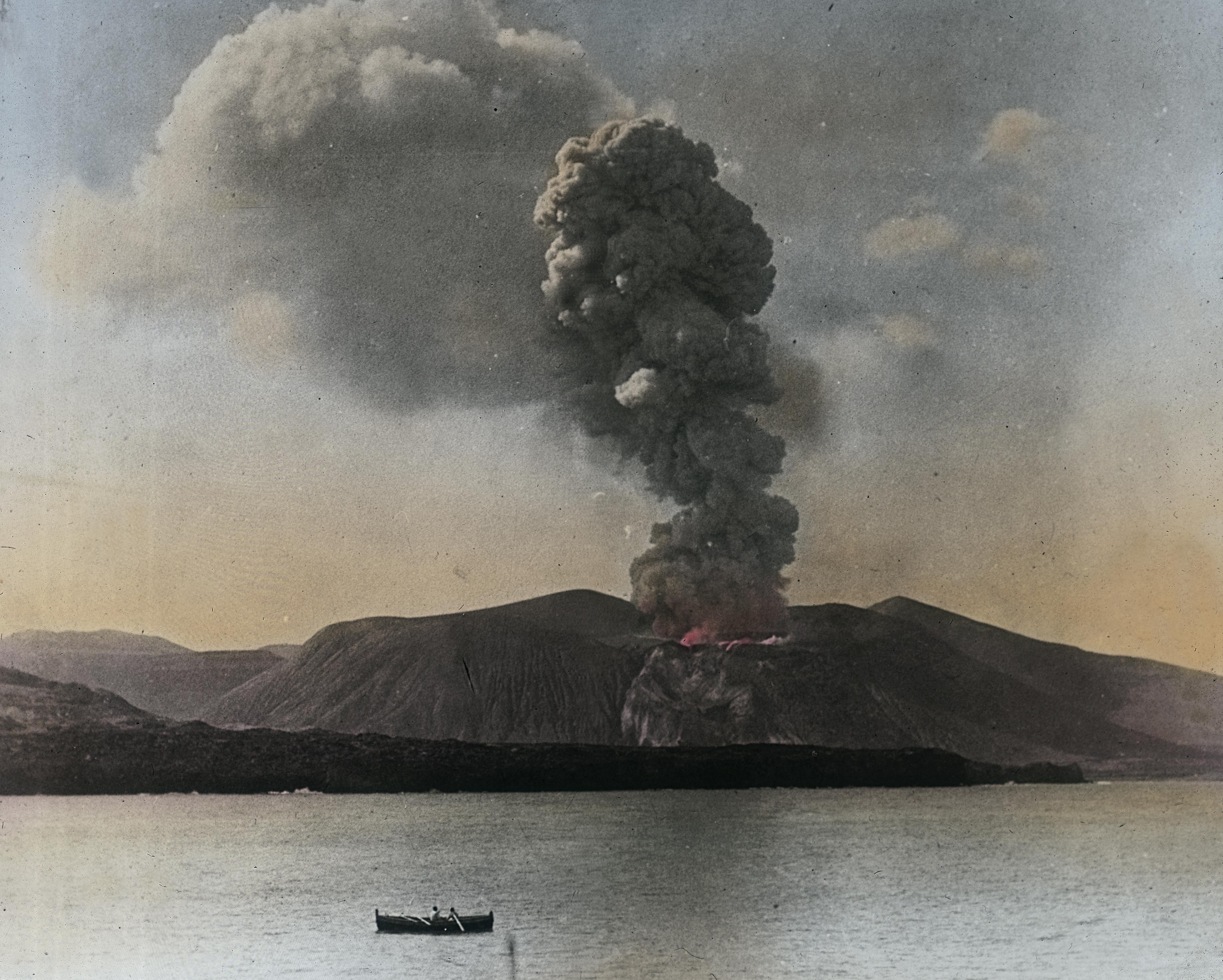 10 Giorgio Roster_Eruzione del Gran Cratere della Fossa_Isola di Vulcano_Lipari_ 20_04_1888_ Archivi Alinari_FirenzeJPG